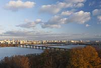 Kiew Panoramablick zum Dnepr mit der Paton Bruecke und den Hochhaeusern des rechten, oestlichen Flussufers . A view of Dnipro, also called Dnjepr with Paton bridge and the east of Kiev.