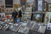 Kiew Straßengallierie Strassengalierie mit Reprodiktion von Bilder Gemäelden Oelgemaelden in der Kiewer Oberstadt in der Volodimirska Strasse. Street bazaar at Volodimirska Street with pictures of oil pinting and reproductions.