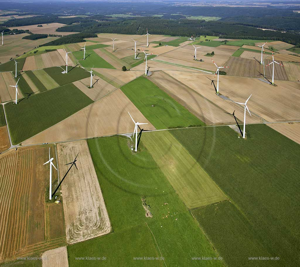 Windkraftanlagen, Brilon-Madfeld, Nordrhein-Westfalen, Deutschland, DEU. | Wind power station, Brilon, North Rhine-Westphalia, Germany, DEU.